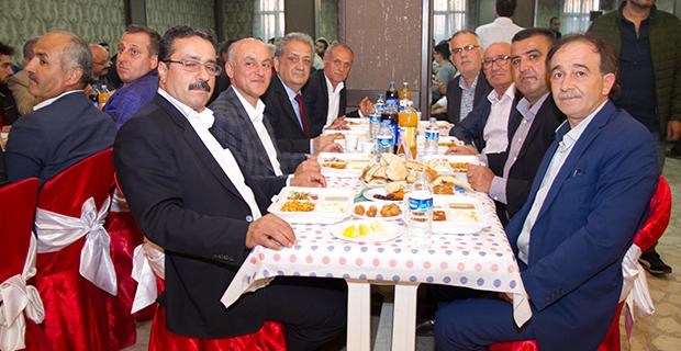bafra-madeni-ve-sanatkarla-odasi-iftar-yemeginde-bulustu-8,.jpg