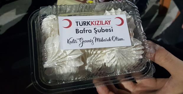 bafra-turk-kizilay-subesi-kadir-gecesinde-500-adet-atom-dagitti-1.jpg