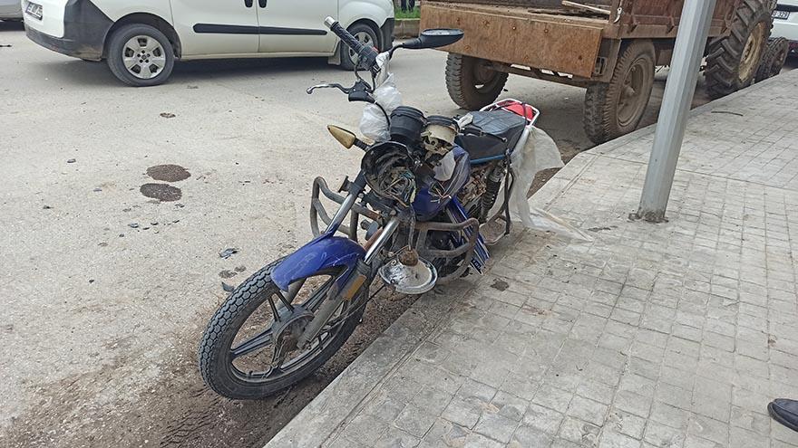 bafrada-2-motosiklet-kafa-kafay-carpisti-3.jpg