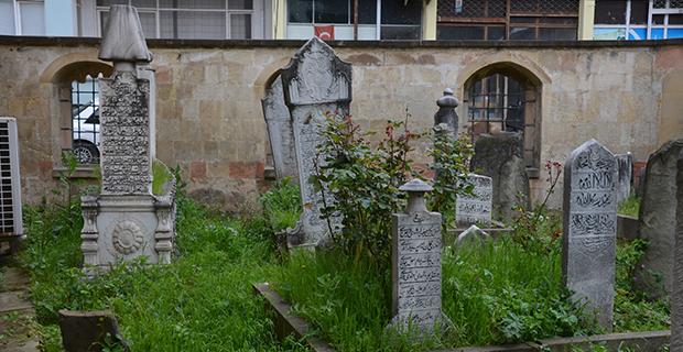 bafrada-eski-mezarlar-1.jpg