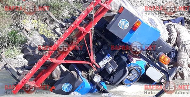 bafrada-traktor-kazasi-irmakta-can-pazari-1.jpgbafra55net