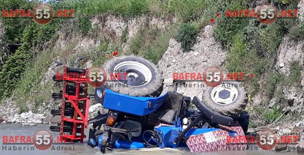 bafrada-traktor-kazasi-irmakta-can-pazari-2.jpgbafra55net