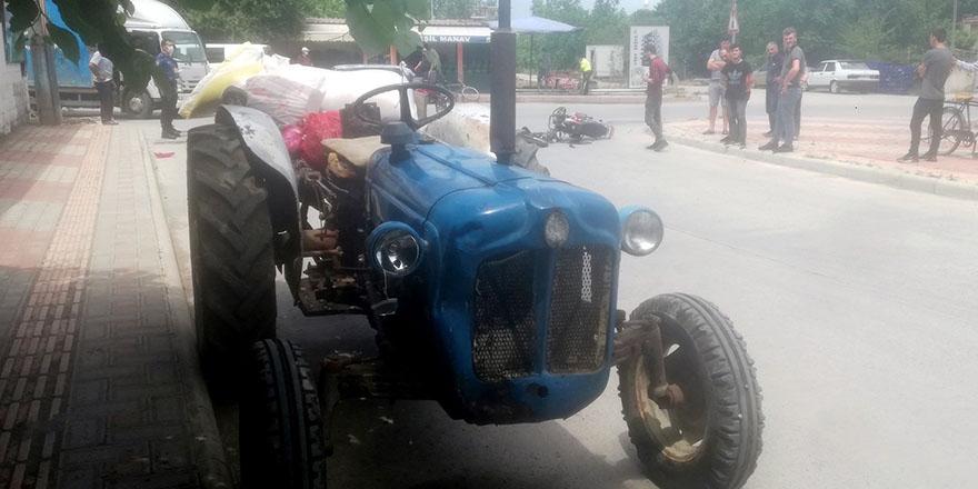 bafrada-traktore-carpan-motosiklet-surucusu-yaralandi-1.jpg