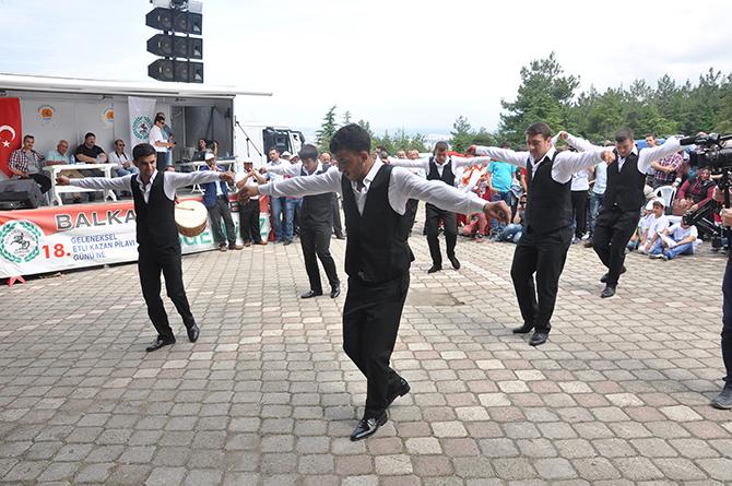 balkan-turkleri-derneginden-19-geleneksel-etli-kazan-pilavi-gunu-etkinligine-davet5.jpg