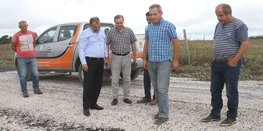 baskan-alkan-asfalt-calismalarini-yerinde-inceledi-2.jpg