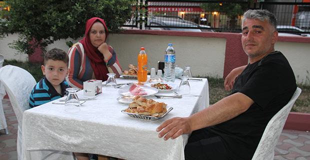 berberler-ve-kuaforler-odasi-iftar-yemeginde-bulustu-10.jpg