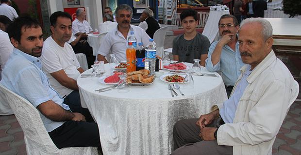 berberler-ve-kuaforler-odasi-iftar-yemeginde-bulustu-12.jpg