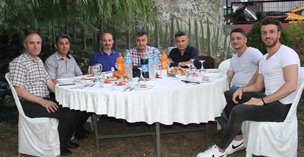 berberler-ve-kuaforler-odasi-iftar-yemeginde-bulustu-2.jpg