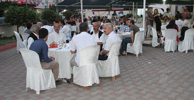 berberler-ve-kuaforler-odasi-iftar-yemeginde-bulustu-3.jpg