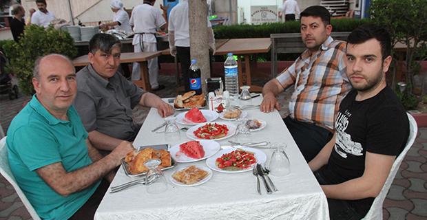 berberler-ve-kuaforler-odasi-iftar-yemeginde-bulustu-6.jpg