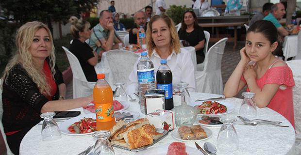 berberler-ve-kuaforler-odasi-iftar-yemeginde-bulustu-7.jpg