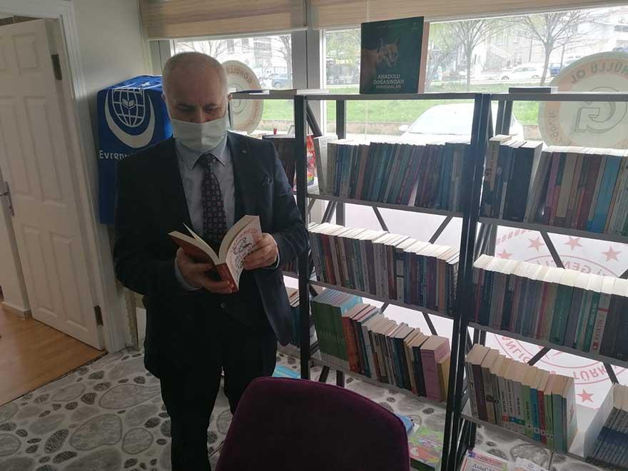 genclik-umut-kitap-kafe-genclerin-hizmetinde-3.jpg
