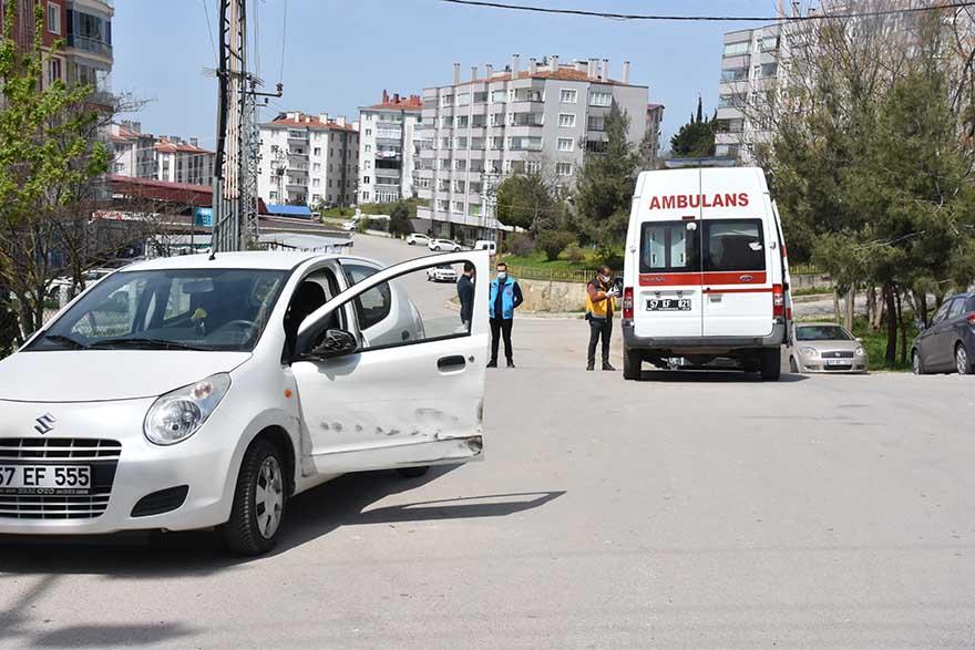 hasta-tasiyan-ambulans-ile-otomobil-carpisti-2.jpg