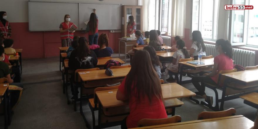 istanbul-altinbas-universitesi-genc-kizilay-yonetimi-alacam-ilcesindeki-koy-okullarini-ziyaret-etti-2.png