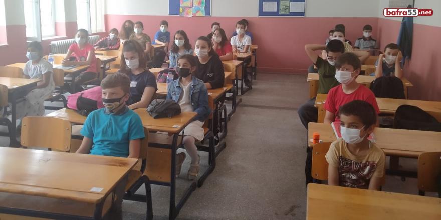 istanbul-altinbas-universitesi-genc-kizilay-yonetimi-alacam-ilcesindeki-koy-okullarini-ziyaret-etti-3.png