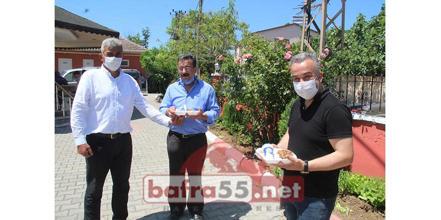 Bafra'da Cuma Namazı İçin Şükür Kurbanı Kesildi