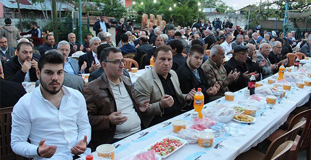 kaya-ailesinden-bafrada-anlamli-iftar-yemegi-14.jpg
