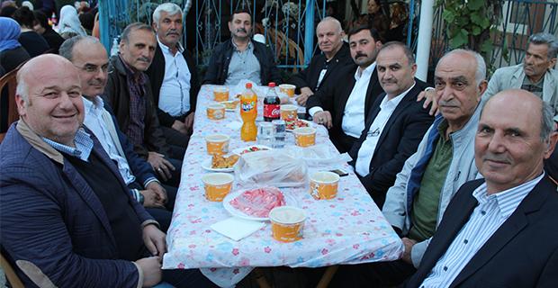 kaya-ailesinden-bafrada-anlamli-iftar-yemegi-7.jpg