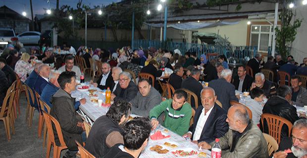 kaya-ailesinden-bafrada-anlamli-iftar-yemegi-8.jpg