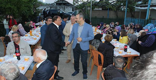 kaya-ailesinden-bafrada-anlamli-iftar-yemegi-9.jpg