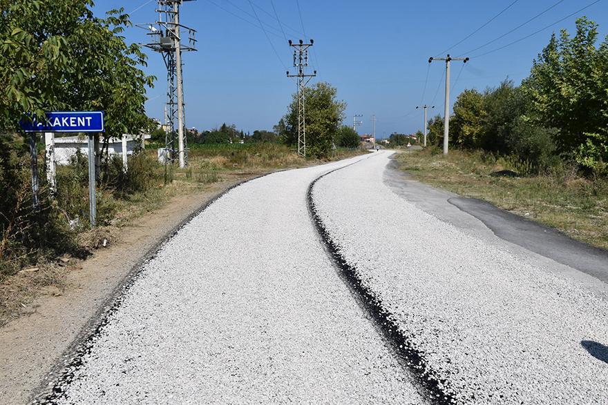 kayali-mutafli-grup-yolunda-satih-asfalt-calismalari-devam-ediyor-2.jpg