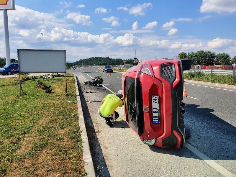kaza-yapan-aracin-motoru-50-metre-firladi.jpg