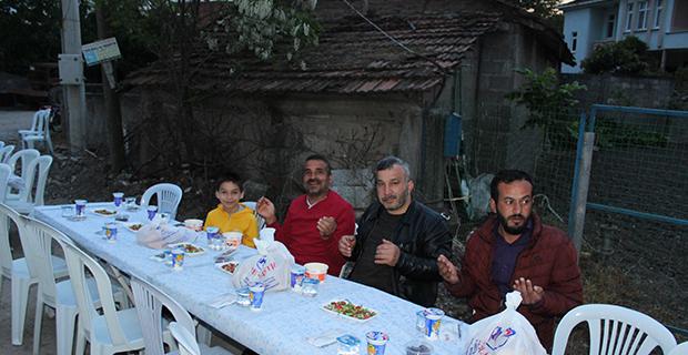 mete-ailesinden-bafrada-anlamli-iftar-3-002.jpg