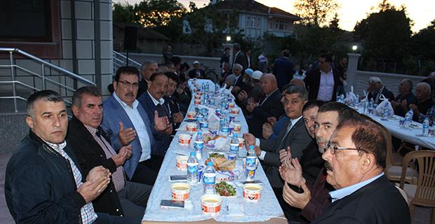 mete-ailesinden-bafrada-anlamli-iftar-4-001.jpg