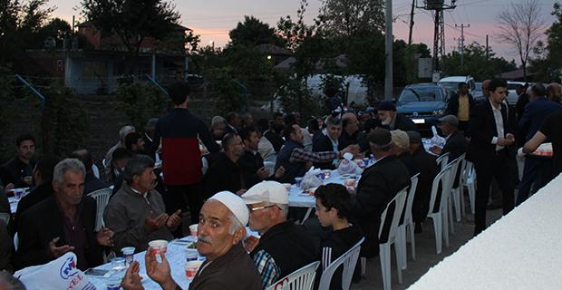 mete-ailesinden-bafrada-anlamli-iftar-8.jpg
