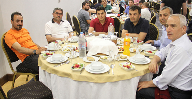moda-konut-insaat-iftar-yemegi-verdi-1.jpg
