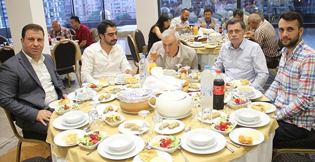 moda-konut-insaat-iftar-yemegi-verdi-2.jpg