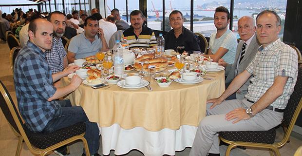moda-konut-insaat-iftar-yemegi-verdi-3.jpg