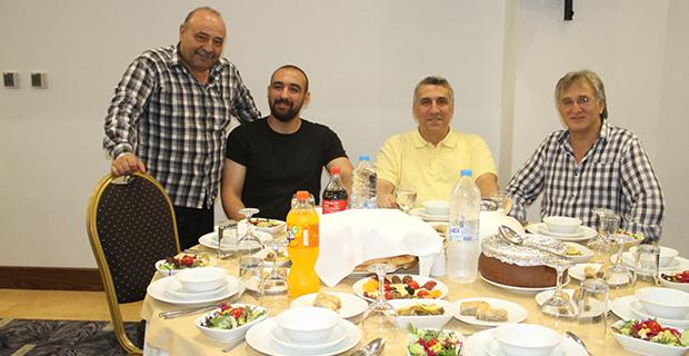 moda-konut-insaat-iftar-yemegi-verdi-9.jpg