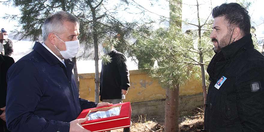 polis-memurunun-tabutuna-sarili-turk-bayragi-esine-teslim-edildi-1.jpg