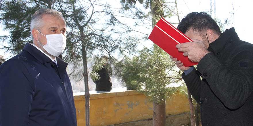 polis-memurunun-tabutuna-sarili-turk-bayragi-esine-teslim-edildi-3.jpg