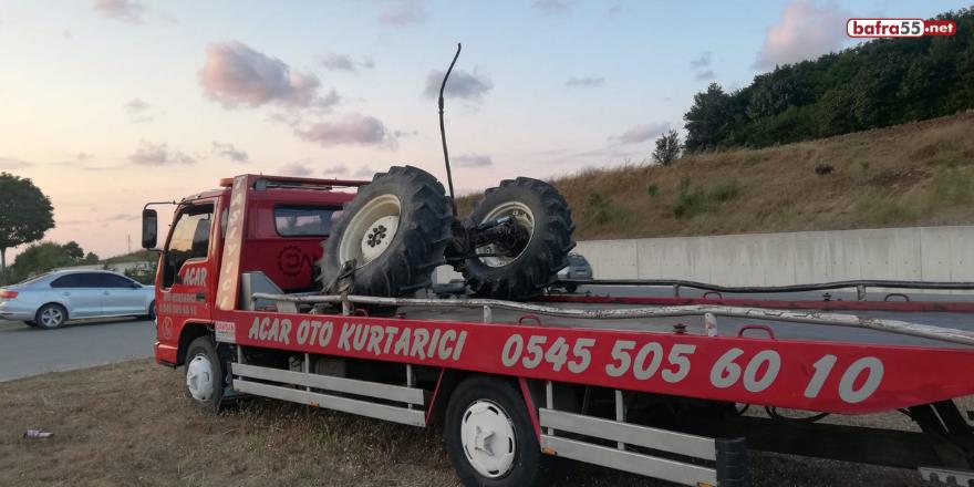 samsun-alacam-yolu-ikiztepe-mevkiinde-traktorle-araba-carpisti-2-001.png