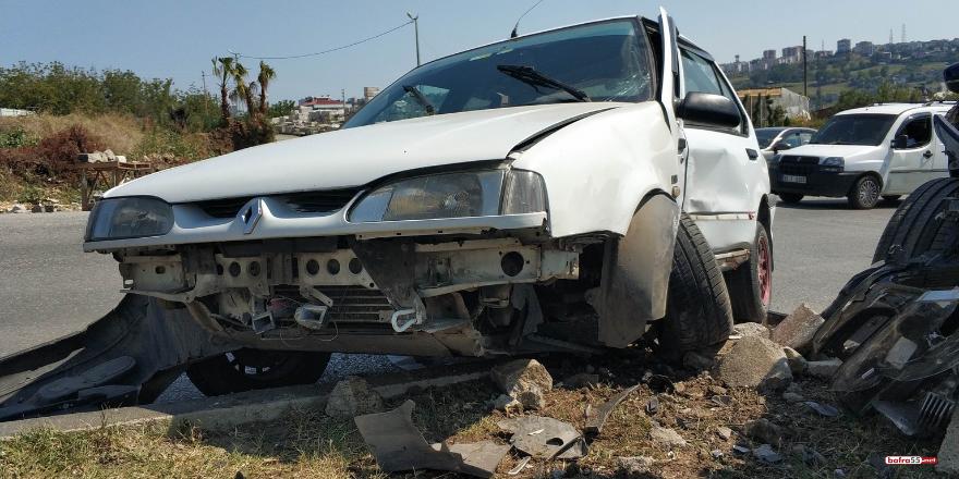 samsunda-kavsakta-iki-otomobilin-carpismasi-sonucu-meydana-gelen-trafik-kazasinda-2si-cocuk-3-kisi-yaralandi-1.png