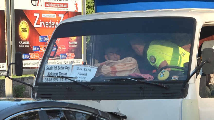 samsunda-zincirleme-trafik-kazasi-4-yarali-2.jpg