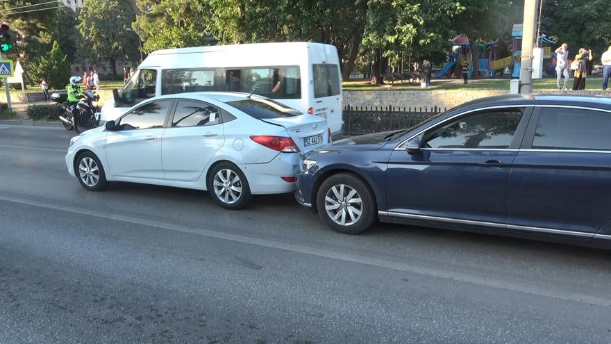 samsunda-zincirleme-trafik-kazasi-4-yarali-5.jpg