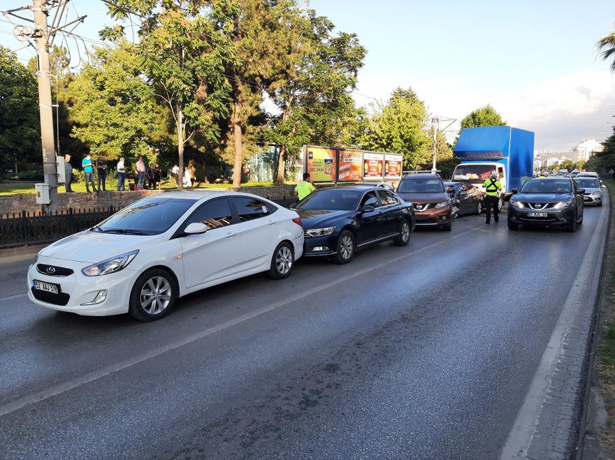 samsunda-zincirleme-trafik-kazasi-4-yarali-6.jpg