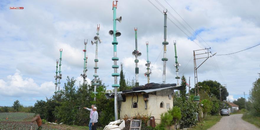 samsunun-bafra-ilcesinde-bir-vatandas-tarafindan-yapilan-ve-meteoroloji-istasyonunu-andiran-mescit-gorenleri-hayrete-dusuruyor-3.png
