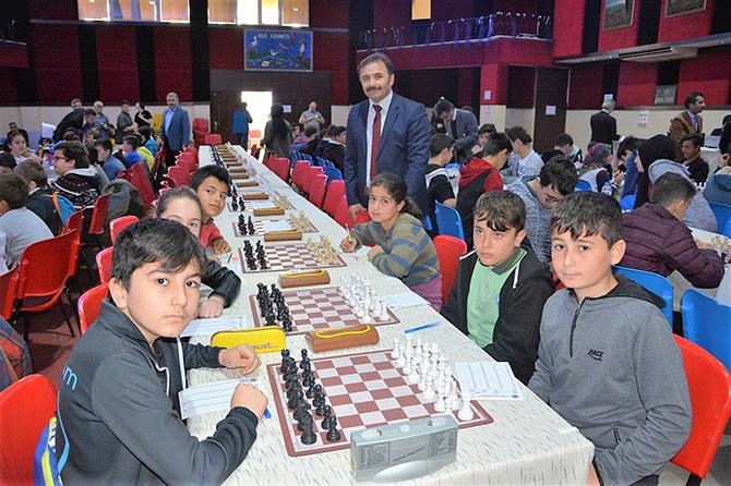 satranc-turnuvasi-odulleri-sahiplerini-buldu-1.jpg