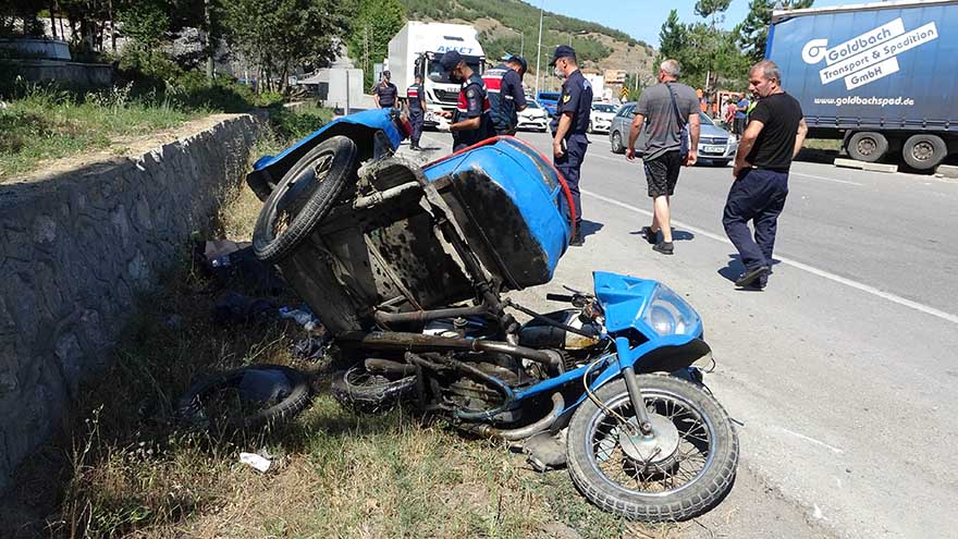 tirin-carptigi-motosiklet-surucusu-hayatini-kaybetti-4.jpg