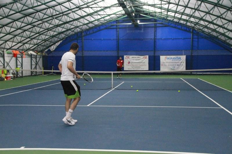 veteran-1-tenis-turnuvasi-final-maci-carsamba-gunu.JPG