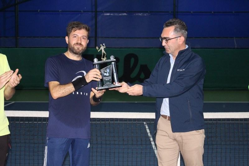 veteran-1-tenis-turnuvasi-sampiyonu-abdullah-yildirim-oldu-001.jpg