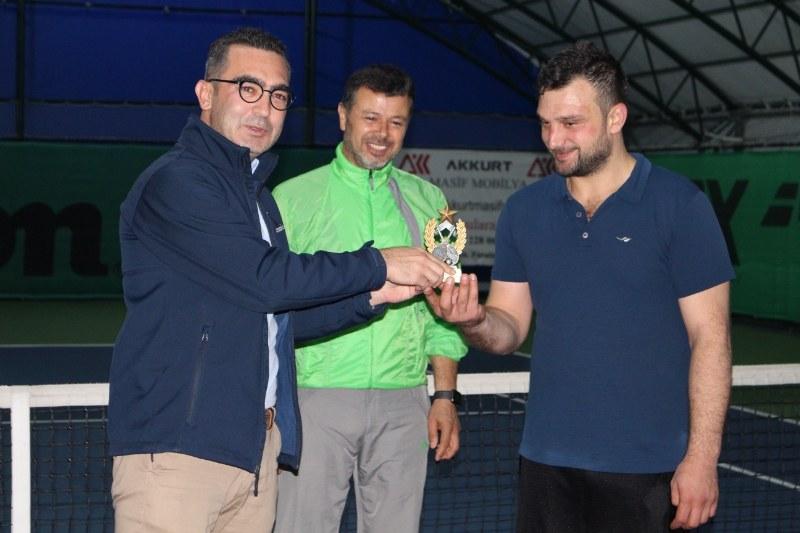 veteran-1-tenis-turnuvasi-sampiyonu-abdullah-yildirim-oldu-002.jpg