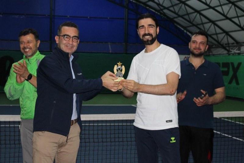 veteran-1-tenis-turnuvasi-sampiyonu-abdullah-yildirim-oldu-003.jpg