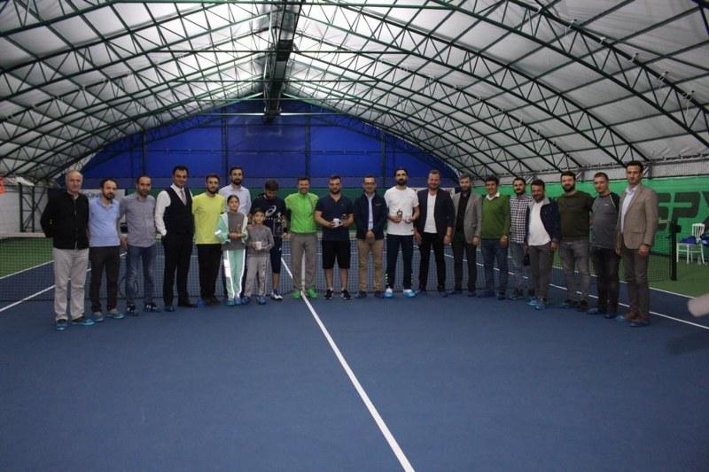 veteran-1-tenis-turnuvasi-sampiyonu-abdullah-yildirim-oldu-004.jpg