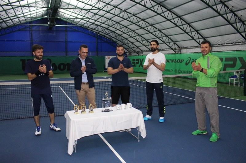 veteran-1-tenis-turnuvasi-sampiyonu-abdullah-yildirim-oldu.jpg