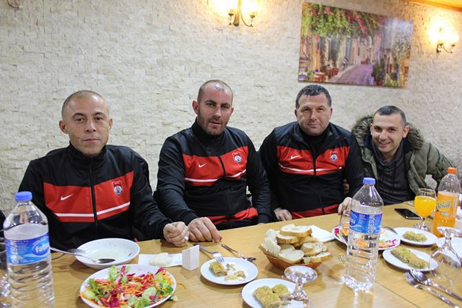 veteranlar-yemekte-bulustu5.jpg
